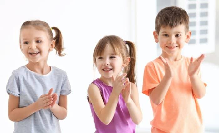 kids singing hymns